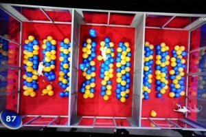 AlleGegen1_Terrier-vs-Ballons
